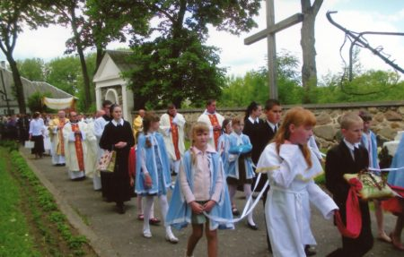 ACN reports on the life of the suffering Church around the world, helps the Church defend human rights and dignity of believers, including in Belarus